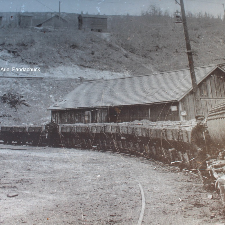 A picture when the mine was still running.